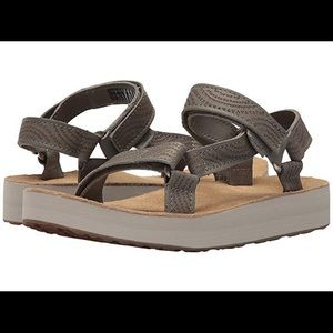 Teva Midform Universal Geometric Sandals Size 9